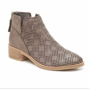 NWT Dolce Vita Tommi Booties